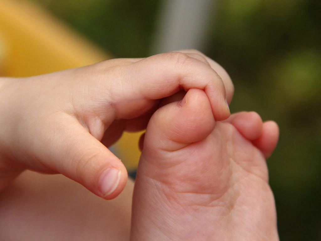 Kisgyerek keze és lába