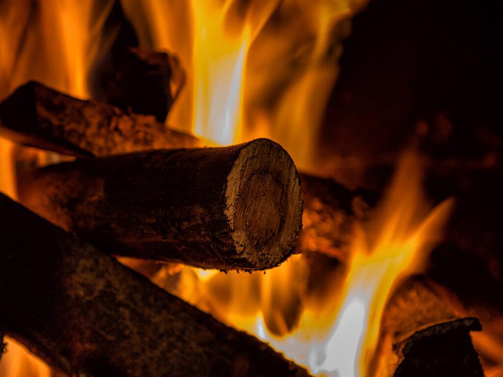 Tűz a kandallóban